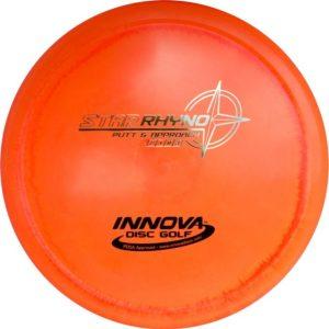 Innova-Star-rhyno-spelen-met-een-frisbee-disc-golf